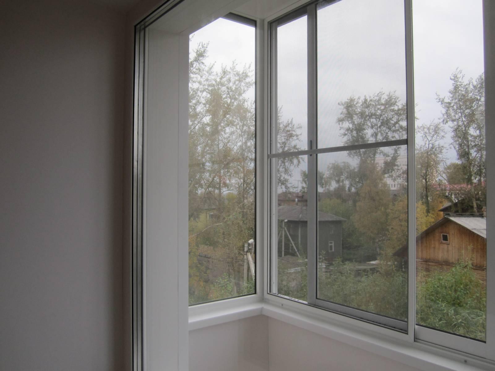 Как ставится москитная сетка на балконную дверь.